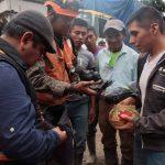 Elementos del Ejército localizaron entre los escombros del desbordamiento de tierra en aldea Quejá, San Cristóbal Verapaz, Alta Verapaz, Q13 mil en efectivo cuando realizaban los trabajos de rescate. (Foto: Cortesía)