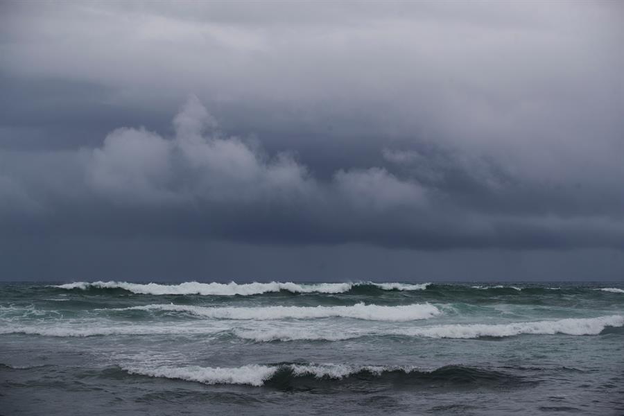 A días de concluir una temporada ciclónica que ha batido récords de actividad, el Atlántico vuelve a tener una amenaza; esto debido a la formación de dos nuevos fenómenos meteorológicos. (Foto: EFE)