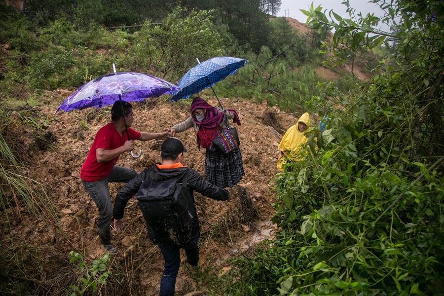 Miles de guatemaltecos están aislados en varios departamentos del norte del país por las lluvias provocadas por la depresión tropical Eta.