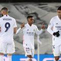 El centrocampista del Real Madrid Rodrygo (c) celebra tras marcar el tercer gol ante el Inter de Milán, durante el partido de la fase de grupos de la Liga de Campeones disputado en el estadio Alfredo Di Stefano, en Madrid. EFE/JuanJo Martín