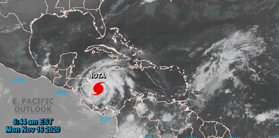 Imágen satelital del Centro Nacional de Huracanes de Estados Unidos, que muestra la ubicación del huracán Iota. (Foto: NHC)