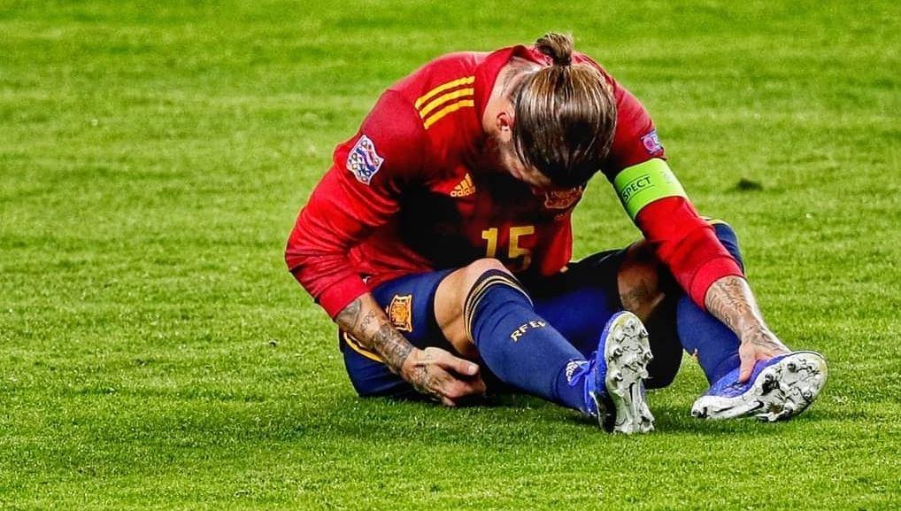 El defensa del Real Madrid Sergio Ramos sufre una lesión muscular en el bíceps femoral de la pierna derecha; el capitán merengue estará de baja entre diez y quince días, según han determinado las pruebas a las que ha sido sometido este jueves.