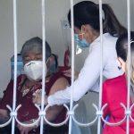 """Costa Rica comenzó este jueves la vacunación contra el COVID-19 en personas adultas mayores y personal de salud; las autoridades calificaron como el """"inicio del camino"""" para terminar con una pandemia que se encuentra en el momento más crítico para el país. (Foto: EFE)"""