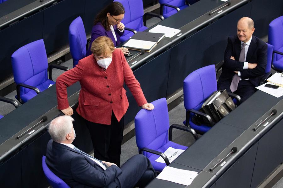 Alemania reportó este miércoles su peor dato de muertes por COVI-19 con cerca de seiscientos fallecimientos en 24 horas.(Foto: EFE)