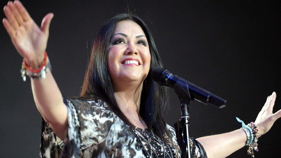 """Ana Gabriel lanza su esperado álbum """"Por amor a ustedes"""""""