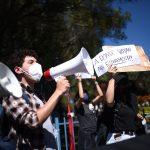 Al menos nueve organizaciones convocaron este miércoles a una nueva jornada de manifestaciones en contra del Congreso y del Gobierno; esto como parte de las muestras de rechazo popular iniciadas el pasado 21 de noviembre tras la aprobación de un polémico presupuesto para 2021. (Foto: EFE)