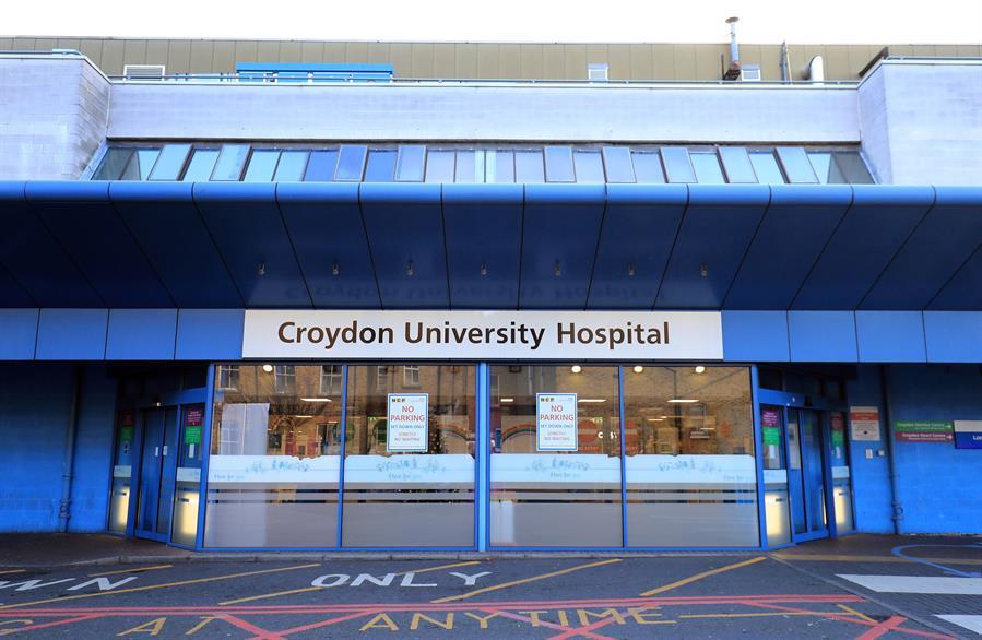 Los hospitales en el sureste inglés están bajo una creciente presión por el fuerte incremento de los contagios de COVID-19 por la nueva cepa. (Foto: EFE)