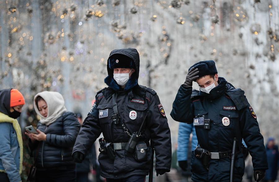Rusia registró 27 mil 403 casos de COVID-19 y 569 fallecimientos por esta enfermedad infecciosa en las últimas 24 horas; esto según informaron este viernes las autoridades sanitarias del país. (Foto: EFE)