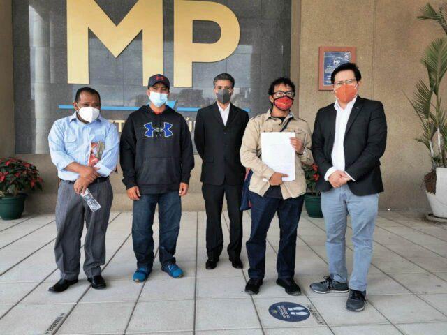 Representantes de Acción Ciudadana acompañaron ante el Ministerio Públicos a vecinos a presentar sus denuncias contra exalcaldes de Huehuetenango. Foto: Acción Ciudadana.
