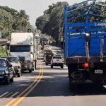 Pilotos y vecinos de los municipios de San Bernardino y Cuyotenango, Suchitepéquez, viven un calvario con el congestionamiento vehicular; específicamente al circular por la ruta CA-2 Suroccidente