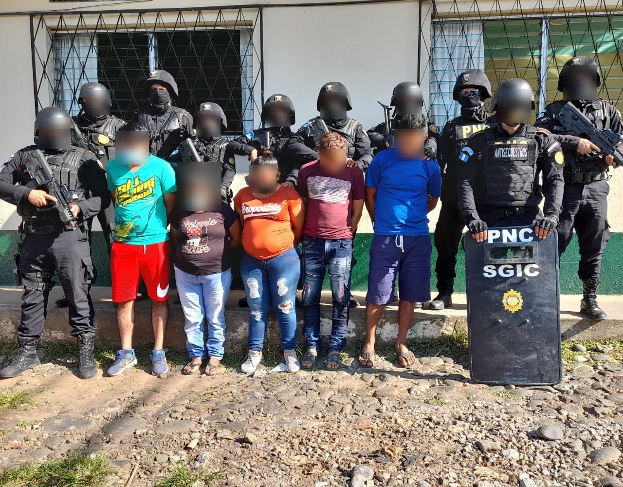 Una mujer habría planificado su autosecuestro y el de su hija de dos años en Pajapita, San Marcos, las autoridades capturaron a 5 personas.