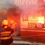 Un incendio de grandes proporciones se originó durante la madrugada de este lunes en el municipio de San Pedro Sacatepéquez, San Marcos. (Foto: Cortesía)