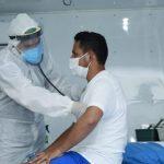 COVID-19: Alza de casos preocupa a médicos que trabajan en la primera línea