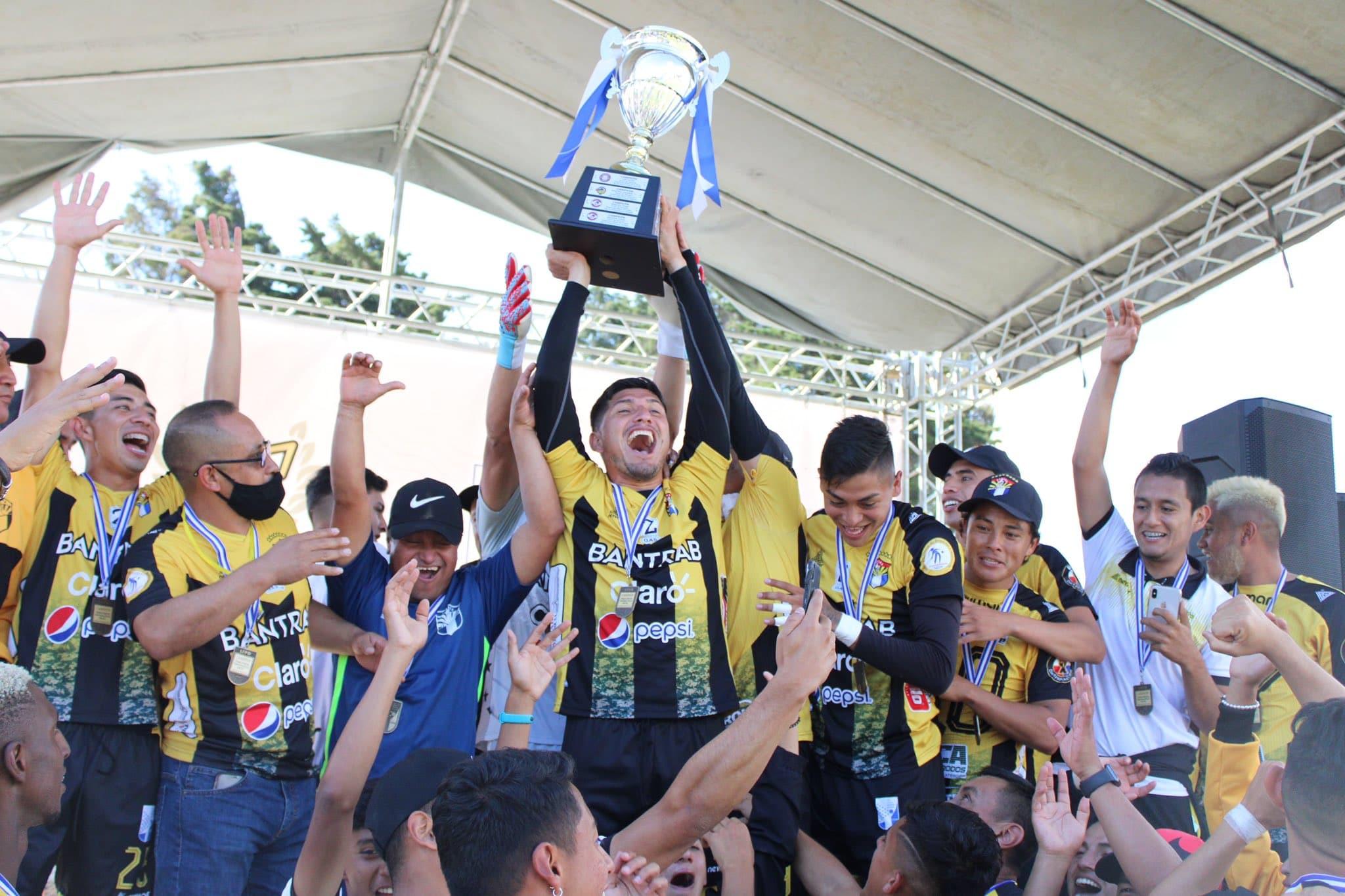 El Club Aurora se coronó campeón del torneo Apertura 2020 de la Primera División al derrotar a Sololá en la serie final por el título.