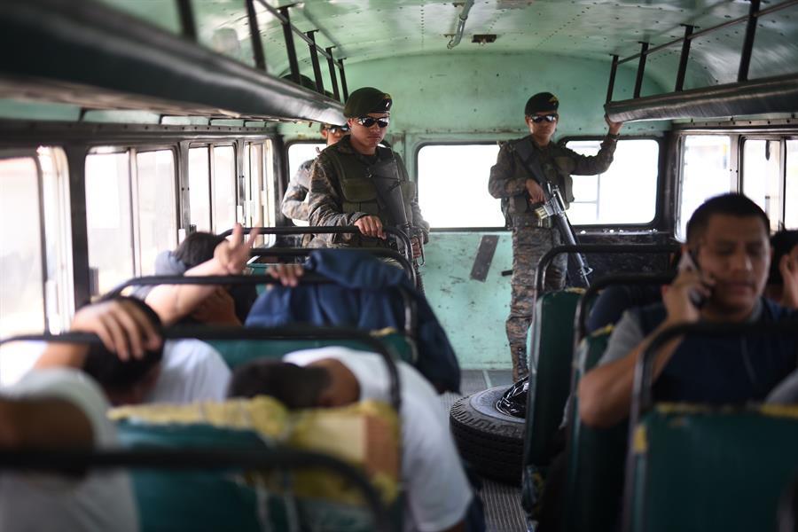 Estados Unidos envió ayer el último vuelo de migrantes deportados a Guatemala durante 2020; un año en el que descendieron en un 62 % los retornos obligatorios desde ese país debido a la pandemia. (Foto: EFE)