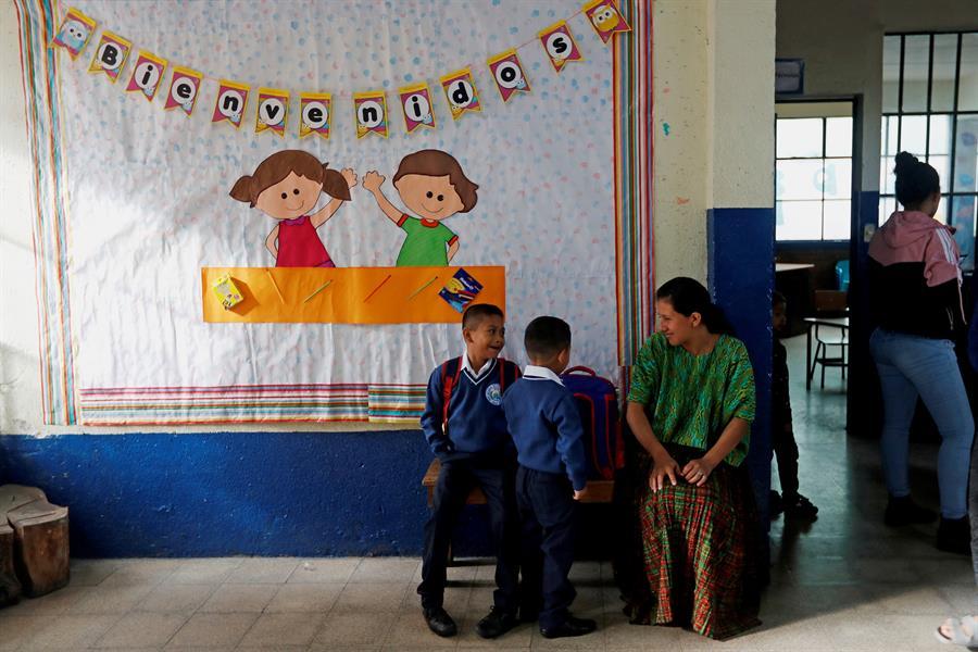 La COPRECOVID dio a conocer la estrategia para el ciclo escolar 2021 con clases a distancia y presenciales, y con mascarilla de uso obligatorio. (Foto: EFE)