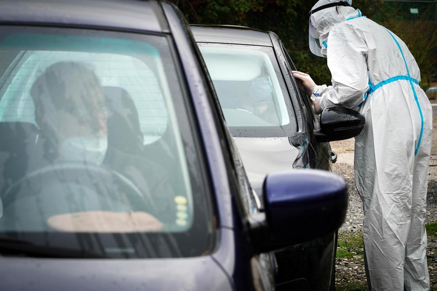 Italia ha registrado 761 muertos las últimas 24 horas por COVID-19, una cifra menor que los 887 del jueves, pero aun muy elevada.