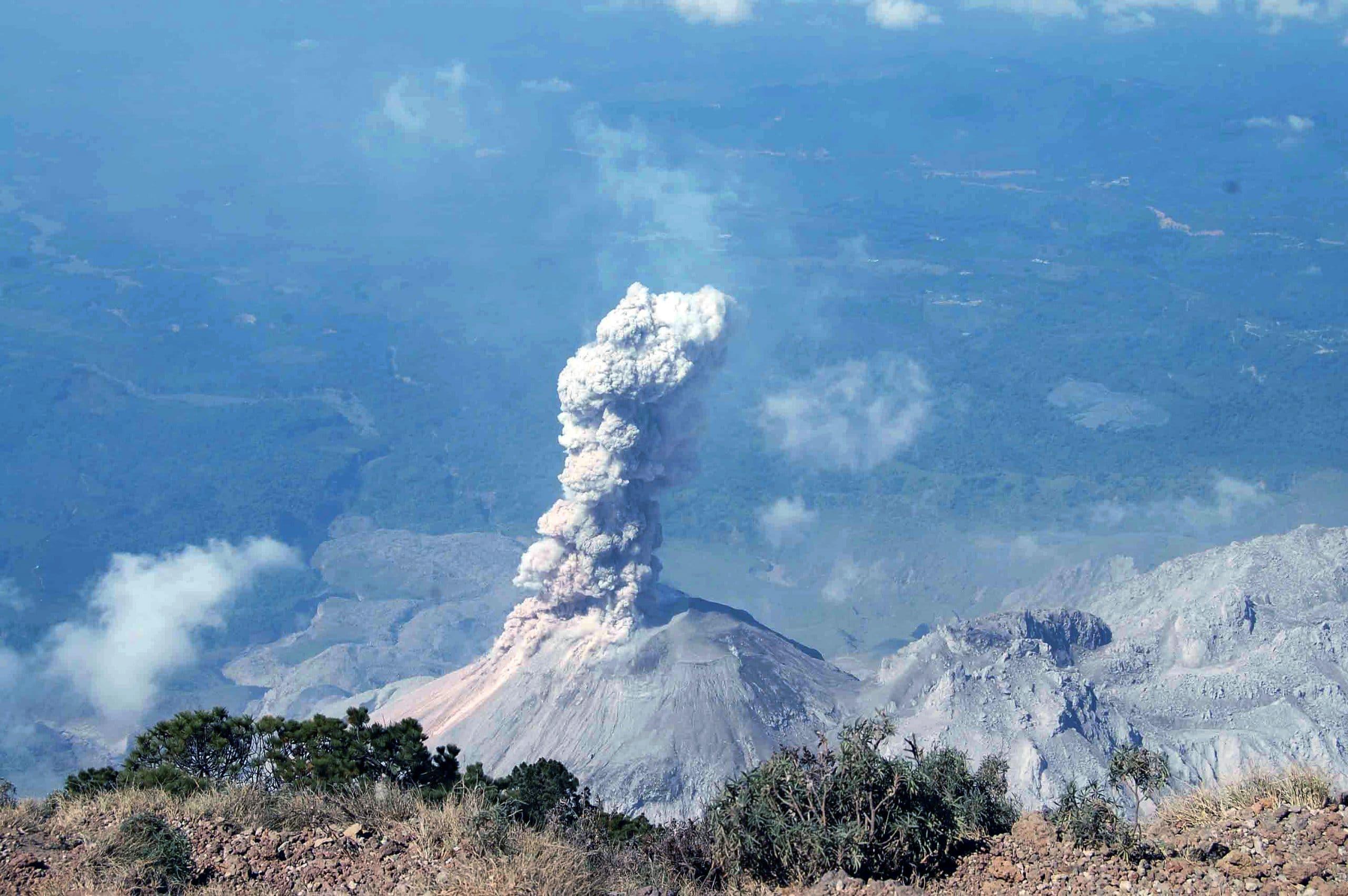Las autoriades han hecho un llamado a la población para no ascender al volcán Santa María, por motivos de seguridad. (Foto: Carlos Ventura)