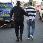 La Policía Nacional Civil -PNC- informó sobre la captura de 20 hombres por disparar al aire sin justificación alguna en los 3 días recientes.