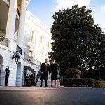 El presidente saliente de Estados Unidos, Donald Trump, abandonó este miércoles la Casa Blanca por última vez como gobernante junto a su esposa, Melania; se fueron en el helicóptero presidencial, Marine One, pocas horas antes de la toma de posesión de su sucesor, el demócrata Joe Biden.