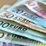 Nueve personas han sido detenidas en Bulgaria al desarticular las autoridades una banda de falsificación de dinero y documentos; los detenidos atraían clientes con un pasaporte falso del actor y cineasta estadounidense Sylvester Stallone, informó hoy el Ministerio de Interior búlgaro.