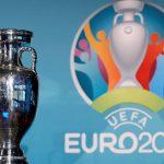 La UEFA reafirmó su compromiso de celebrar la Eurocopa en las doce sedes previstas según el calendario. Además trasladó para abril el plazo para la presentación de los planes de asistencia de público.