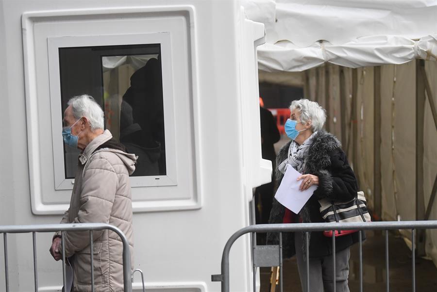 Escocia extenderá el confinamiento, con el cierre de escuelas, hasta mediados de febrero, debido a que se mantiene alto el nivel de contagios de coronavirus; esto según anunció hoy la ministra principal escocesa, Nicola Sturgeon.