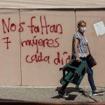 La valentía de las mujeres que salen a la tienda del barrio en Guatemala