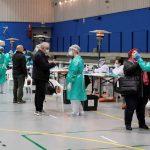 El Ministerio español de Sanidad notificó hoy otros 41 mil 576 positivos de COVID-19 y 464 fallecidos más; con una incidencia de contagios que vuelve a subir y se sitúa en 736,2 casos por cada 100 mil habitantes en 14 días, 22 puntos más que ayer.