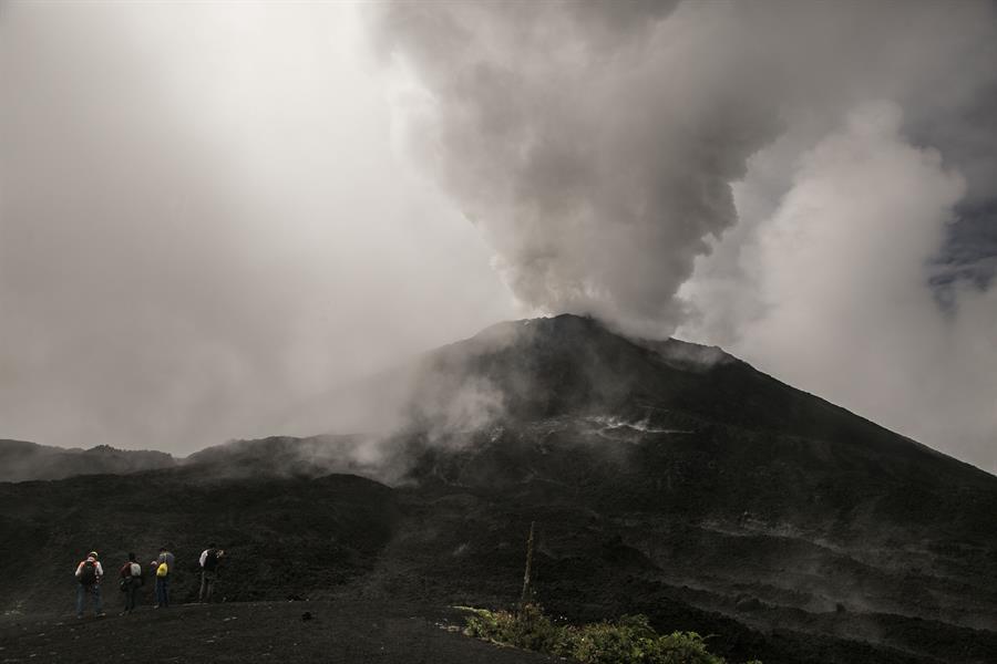 En la imagen, el Volcán de Pacaya en San Vicente de Pacaya (Guatemala). EFE/Esteban Biba/Archivo