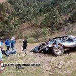 Al menos dos personas murieron y otras 13 resultaron heridas en un accidente de tránsito en San Andrés Sajcabajá Quiché.