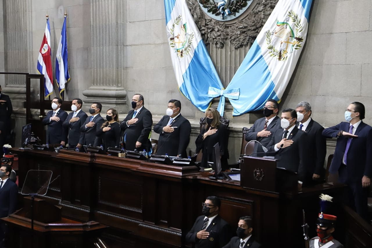 El presidente Alejandro Giammmattei presenta ante el Congreso de la República su primer informe de Gobierno; en el mismo destaca las acciones y logros realizados durante su primer periodo de gestión.