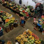 El Ministerio de Salud publicó este martes, en el Diario de Centro América el acuerdo 8-2021. Con este establece y modifica el horario de atención en mercados y centros comerciales; además de supermercados, tiendas de barrio, bares y restaurantes.