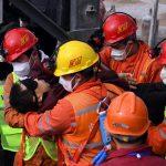 Las autoridades chinas confirmaron la muerte de 10 de los 22 mineros que quedaron atrapados hace dos semanas tras una explosión en una mina de oro en construcción en China; mientras que todavía queda uno desaparecido, informó la prensa local.