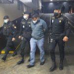 Las fuerzas de seguridad capturaron este jueves a un presunto narcotraficante que llegó al país procedente de Panamá; se supone el detenido es reclamado por la justicia de Estados Unidos.