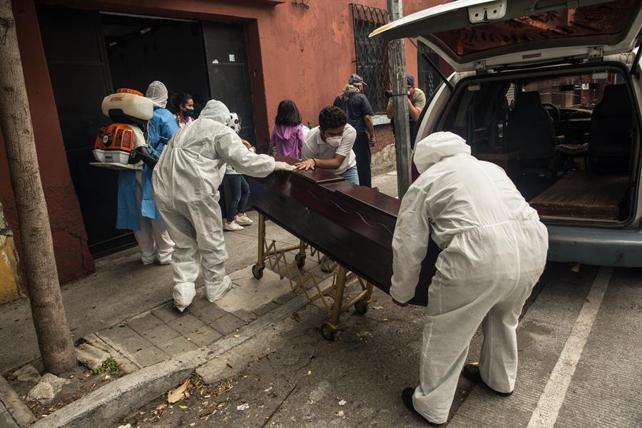 Guatemala acumuló 5 mil 080 fallecidos por COVID-19 y 144 mil 982 casos positivos del coronavirus SARS-CoV-2; esto desde que se detectó la enfermedad en marzo del 2020, informó este martes el Ministerio de Salud Pública y Asistencia Social.