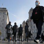 El primer ministro irlandés, Micheál Martin, informó este lunes de que casi la mitad de los nuevos casos de COVID-19 en Irlanda están provocados por la llamada variante británica. Por tal motivo instó a la ciudadanía a llevar mascarillas siempre que estén fuera de los domicilios.