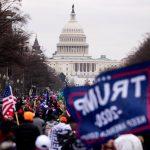 Los seguidores del presidente Donald Trump irrumpieron este miércoles en el pleno de la Cámara Baja estadounidense, parte del Capitolio,