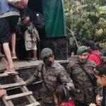 El Ejército de Guatemala calculó este martes que unos 1 mil 500 hondureños aún permanecen en el territorio naciona; esto luego de que las autoridades disolvieran el lunes a gran parte de la multitud de la caravana de migrantes.
