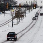 Al menos 47 personas han muerto y millones de residentes siguen este viernes sin suministro de electrididad o de agua; esto a causa de dos tormentas invernales que han cubierto de nieve y hielo desde Texas al norte de Ohio.