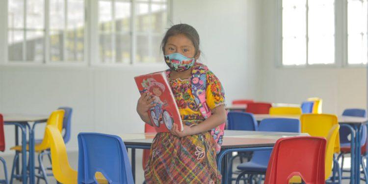 El modelo híbrido de educación, que incluye clases presenciales y a distancia, se comenzará a implementar este lunes. Así lo afirmó el Ministerio de Educación -MINEDUC-.