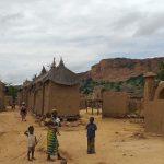 Al menos cuatro civiles murieron en un ataque perpetrado por un supuesto grupo terrorista contra dos aldeas en el centro de Mali; ocurrió en la localidad de Bankass, en la región de Mopti, según informaron este jueves a Efe fuentes locales.