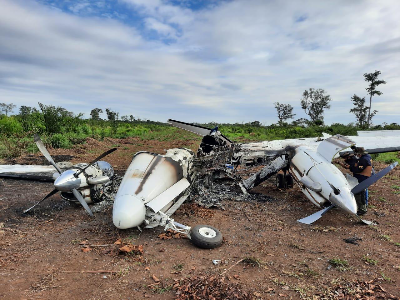 El Ejército de Guatemala aseguró ayer que los pobladores de una aldea de Petén, impidieron el paso de militares; la tropa se dirigía a la ubicación de una avioneta ilegal que aterrizó en territorio guatemalteco esta madrugada.
