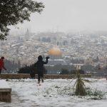 La ciudad de Jerusalén amaneció cubierta de blanco tras una noche de intensas nevadas, algo que no sucedía desde 2015 y que tuvo lugar también en otros lugares de la región.