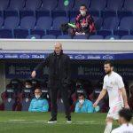 """Zinedine Zidane, técnico del Real Madrid, dejó en el aire su continuidad la próxima temporada en el banquillo; sin embargo, dejó claro que no abandonará este curso, admitiendo que siente """"respaldado por todos"""" en el club pero que únicamente piensa """"en el día a día""""."""