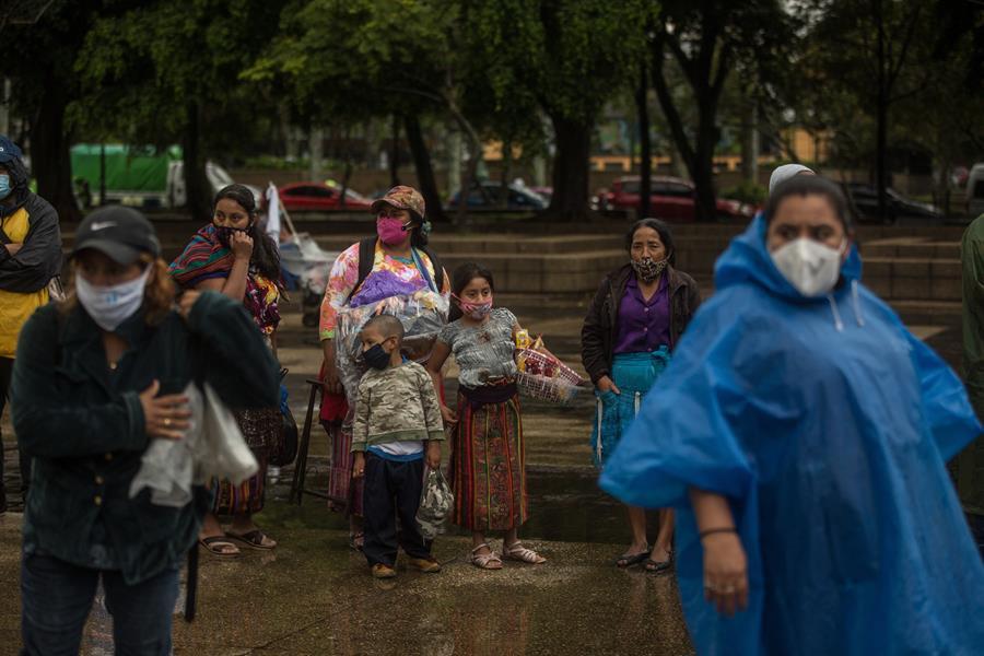 El Ministerio de Salud Pública y Asistencia Social de Guatemala publicó el fin de semana una nueva actualización del semáforo de alertas quincenal; con ello alertó del aumento de las naranjas en detrimento de las amarillas.