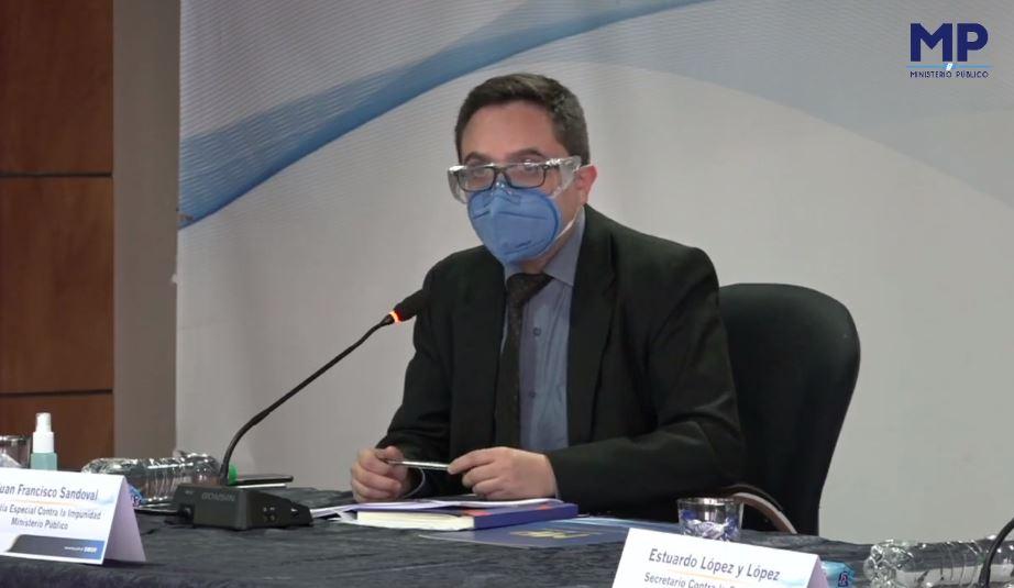 La Fiscalía Especial contra la Impunidad -FECI- y la Policía Nacional Civil capturaron al expresidente del Colegio de Abogados Luis Fernando Ruíz. El ahora detenido, también es candidato a magistrado titular de la Corte de Constitucionalidad -CC- 2021-2026, está vinculado al caso Comisiones Paralelas 2020.