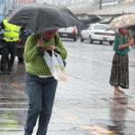 Los nublados y lluvias registrados en diferentes regiones del país están asociados al ingreso de un nuevo frente frío. Este generaría vientos de entre 30 y 50 kilómetros por hora.