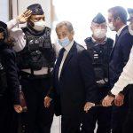 El expresidente francés Nicolas Sarkozy fue condenado este lunes a tres años de prisión por corrupción y tráfico de influencias; esto lo convierte en el primer exinquilino del Elíseo en ser sentenciado a una pena de cárcel.
