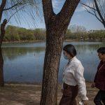 Las autoridades chinas decretaron el confinamiento durante una semana de la localidad meridional de Ruili, fronteriza con Birmania; después de que se detectasen seis nuevos contagios locales de covid y tres casos asintomáticos.